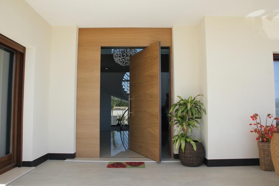 Puertas eslava for Puertas de entrada modernas minimalistas