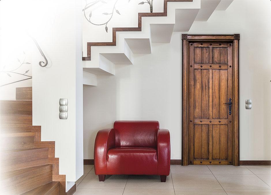 Puertas eslava for Puertas rusticas de madera interior